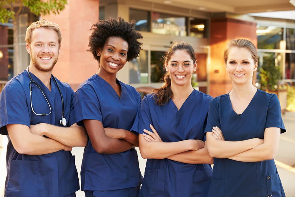 Praktikum in der Pflege (m/w/d) | Quelle: Monkey Business - Adobe Stock